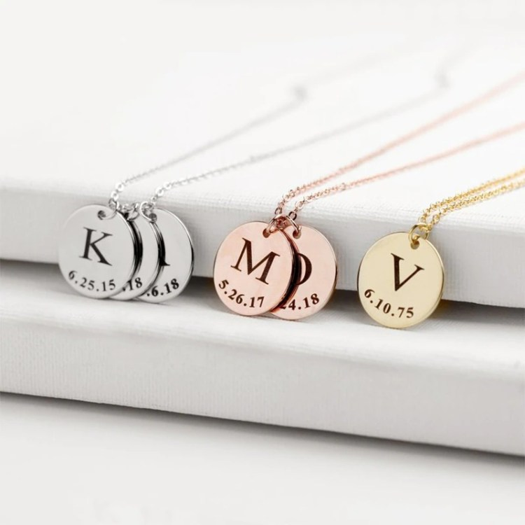 One Or Many English Letter Simple Looking Custom Letter Necklace Personalized Jewelry For Women Casual Simple Custom Initial Necklace For Ladies