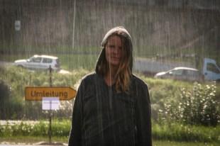 Beate im (kurzen) Regen