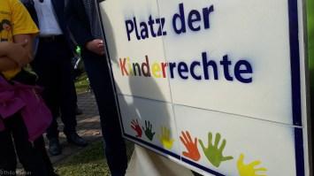 Das Schild aus Keramikkacheln, hergestellt von der Firma Girmscheid, der Firma Berendes und dem städtischen Bauhof