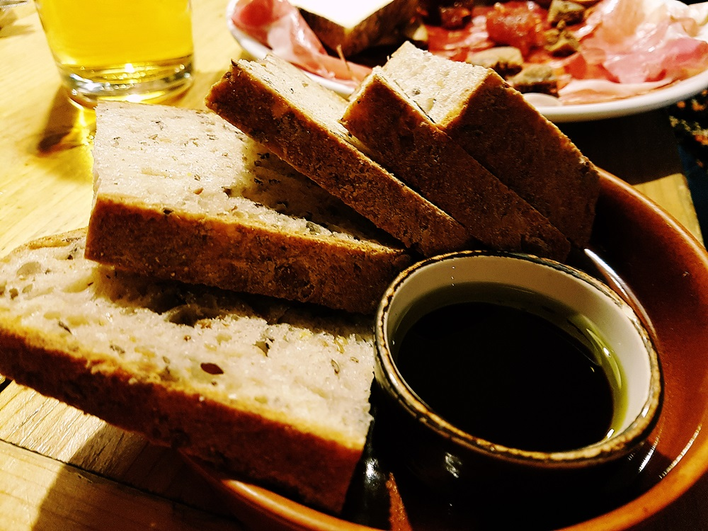 Friends of Ham bread and oil for restaurant review