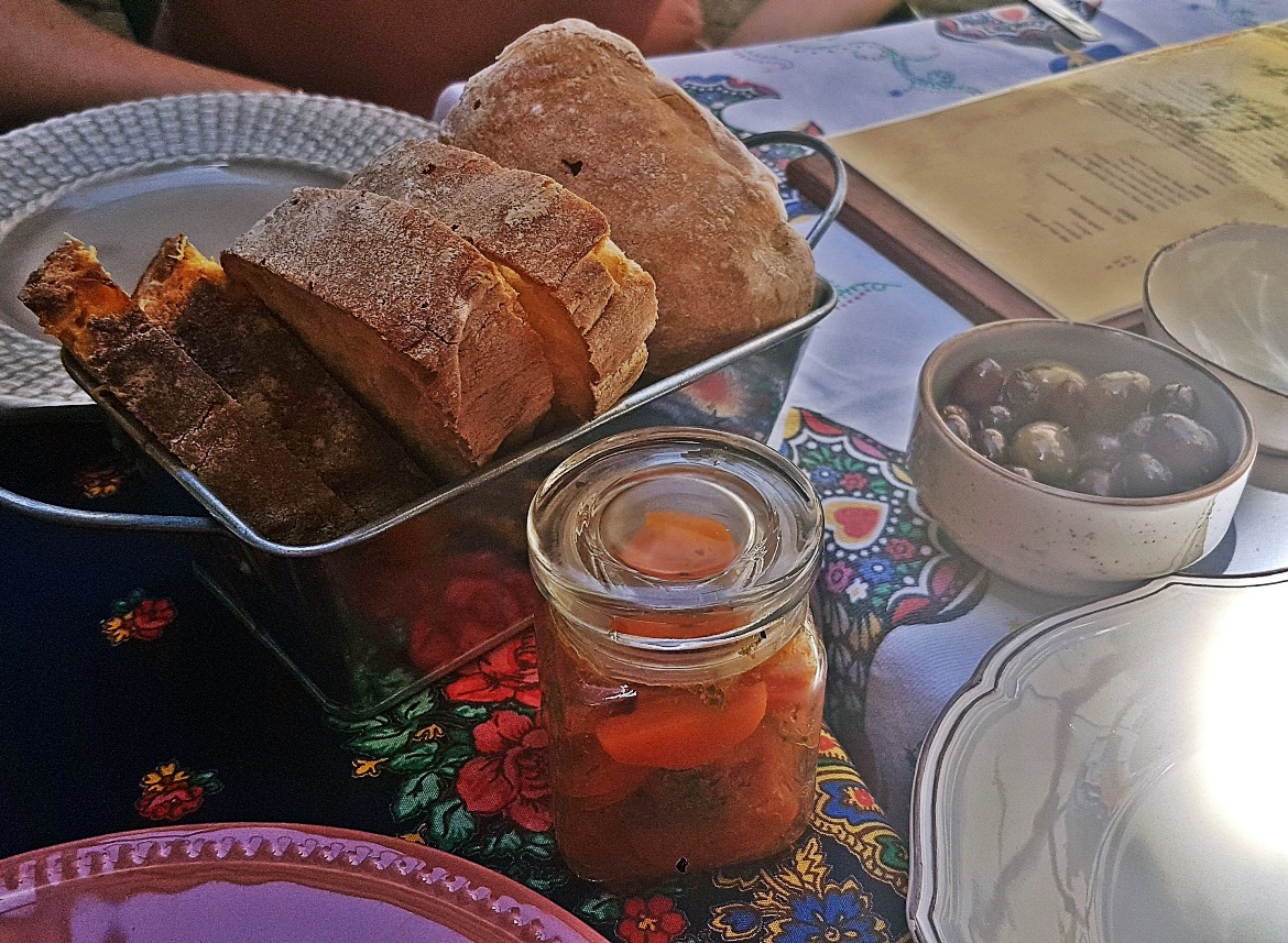 Bread, carrot salad and olives at Restaurante O Conquistador - Food and Drink in Lisbon, review by BeckyBecky Blogs