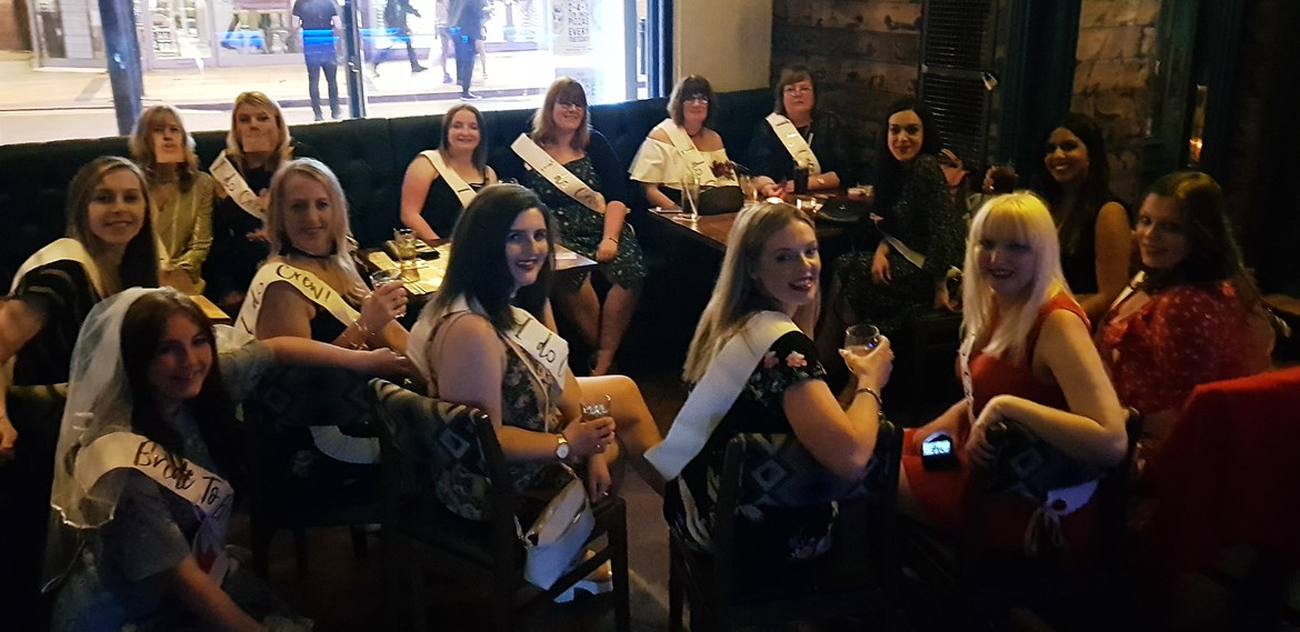 The full hen crew at Keeleigh's hen do - How to throw a kickass hen party by BeckyBecky Blogs