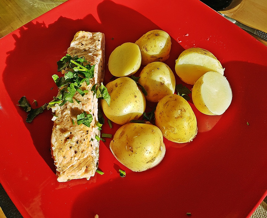 summer salmon recipe with potatoes
