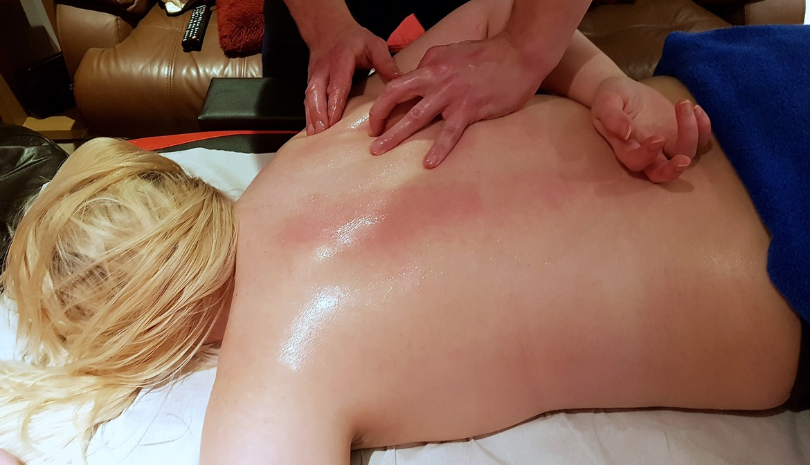 Kneading out the knots in my shoulders - Deep Tissue Massage with Revive Sports Massage in Leeds by BeckyBecky Blogs