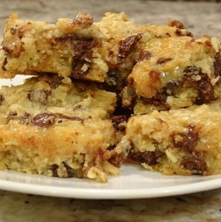 Deluxe-coconut-chocolate-chip-cookie-bars