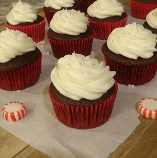 chocoalte cupcakes with peppermint buttercream frosting