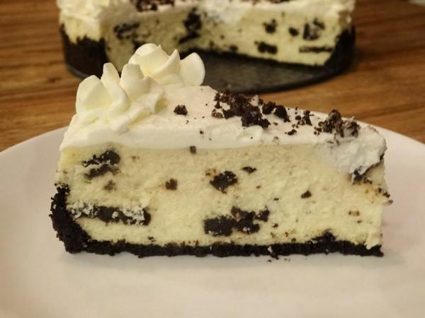 Cookies and Cream Cheesecake