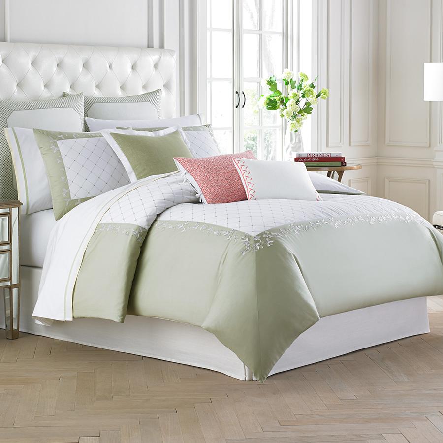 Wedgwood Wild Strawberry Comforter  Duvet Set from