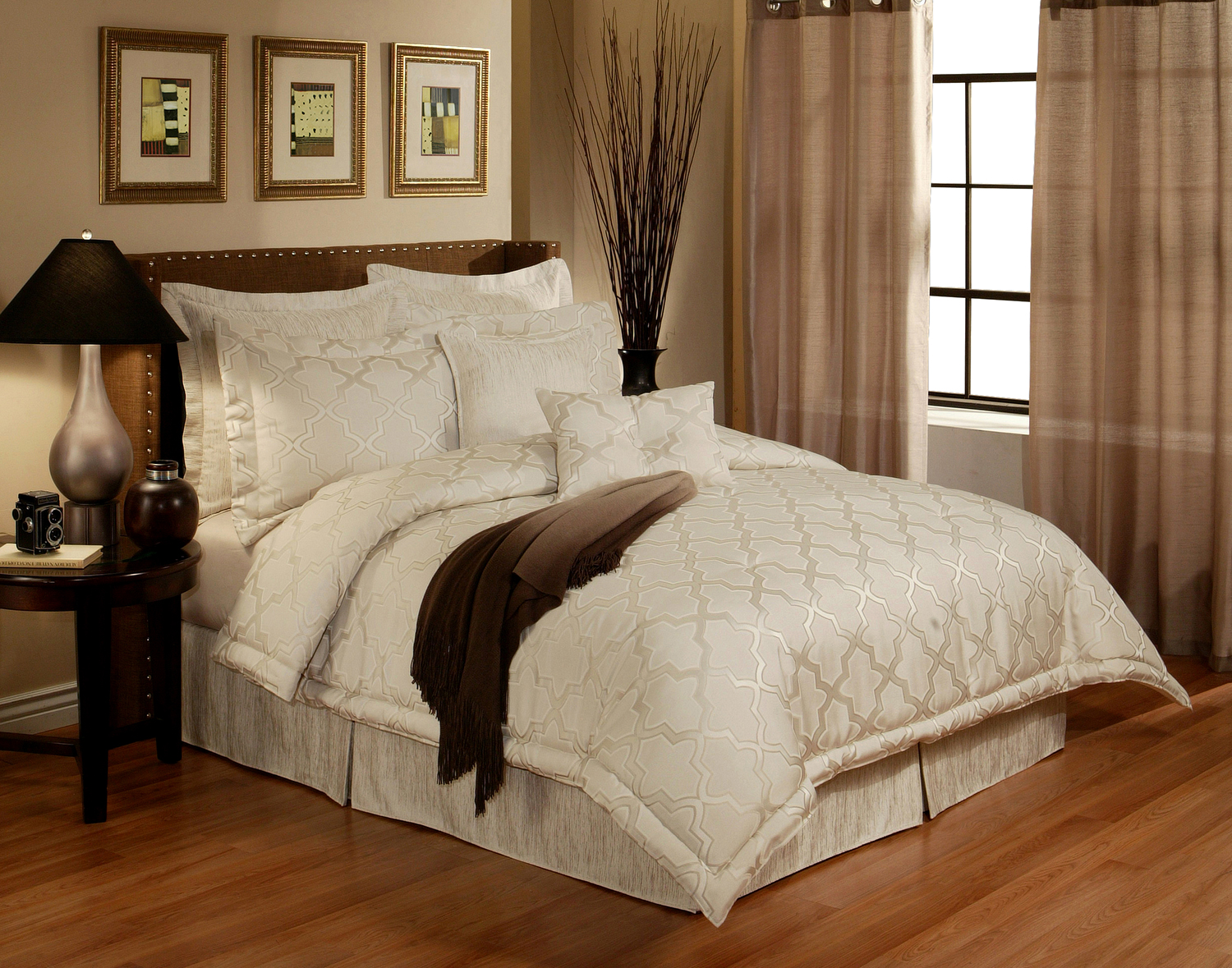 En Vogue Glamour Pearl by Austin Horn Luxury Bedding