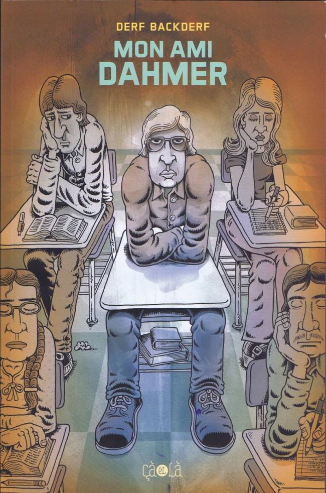 Un homme assis dans une salle de classe entouré d'autres personnes