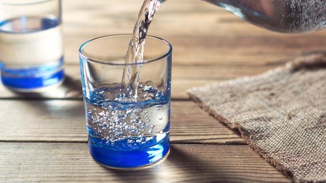 Boire un grand verre d'eau avant son repas à un effet coupe faim plus prononcé que si l'on mange directement son repas. Alors, pourquoi ne pas en profiter?