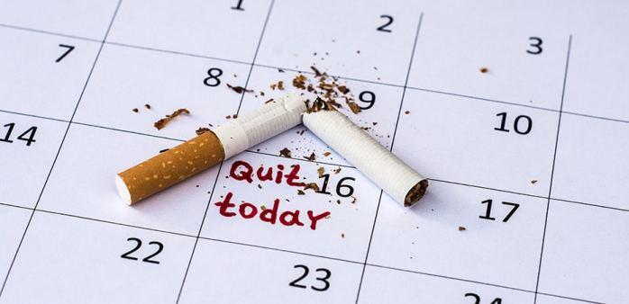 Se fixer une date à laquelle nous devons avoir cessé notre activité en tant que fumeur va vous booster. Le fait d'avoir une limite va vous éviter de craquer et de procrastiner trop facilement. Donnez-vous alors une date limite qui semble réaliste et vous y verrez les avantages que celle-ci vous apportera mentalement.