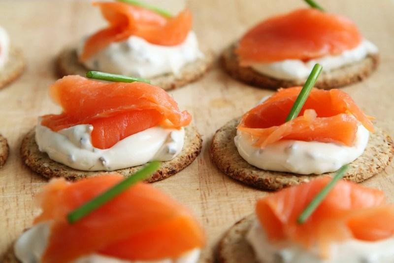 tapas frías con salmón ahumado