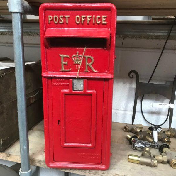 Reproduction Er Cast Iron Post Box - Beechfield