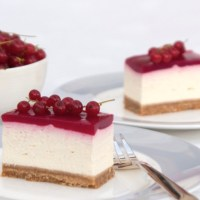Redcurrant and vanilla cheesecake