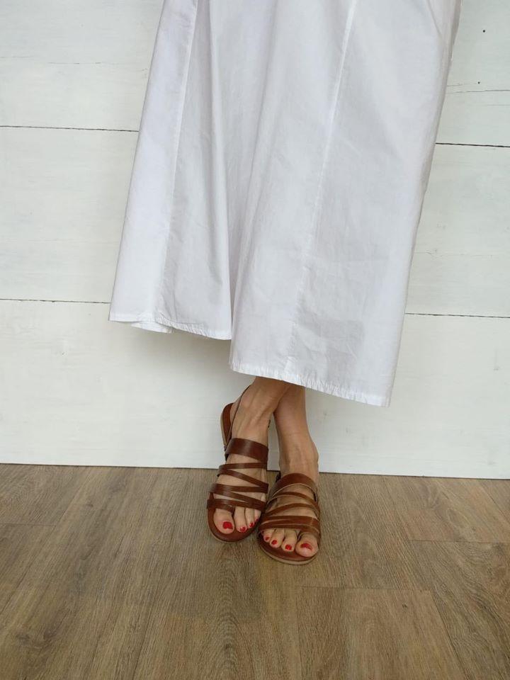 Sandali flat con fascette in pelle