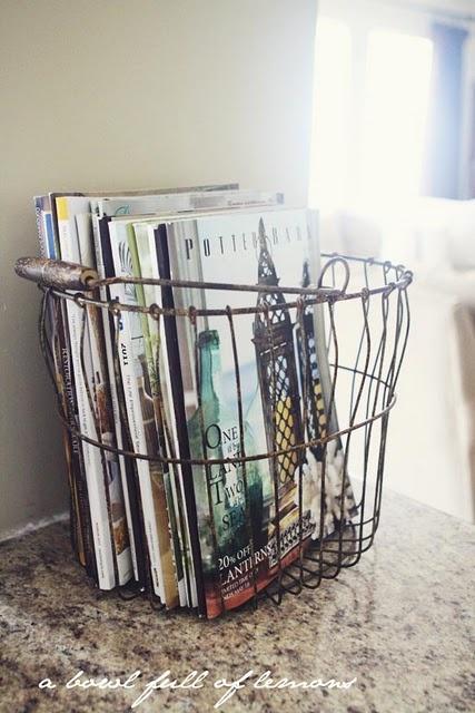 ranger ses magazines dans un panier en métal