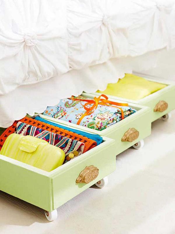 Astuce pour gagner de la place ranger sous le lit bee - Boite plastique de rangement sous lit a roulettes ...
