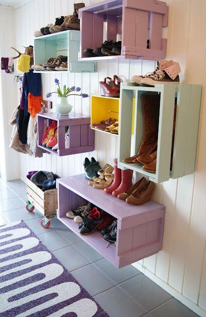 des caissettes peintes pour ranger les chaussures