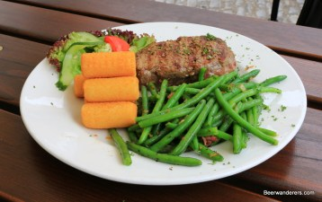 steak with green beans