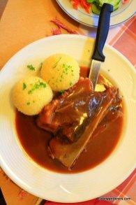 schäuferla with dumplings