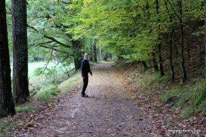girl hiking in autumn