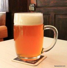 honeycomb beer in mug