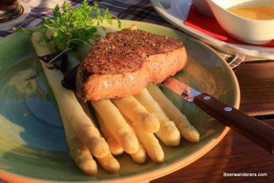 steak with asparaus