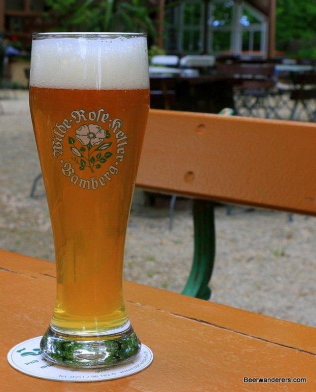 weißbier in logo glass