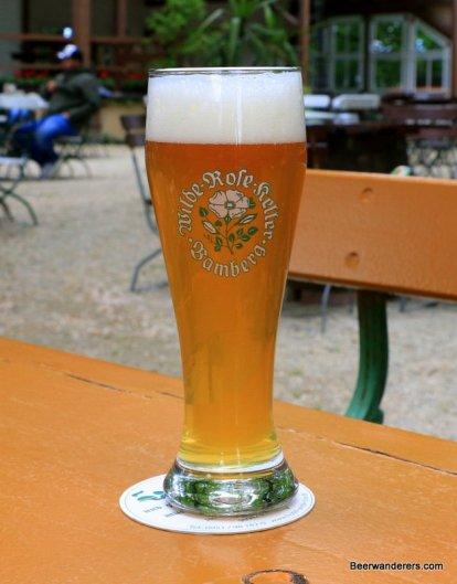 weissbier in logo glass biergarten