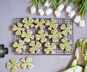 einkorn vanilla cookies with matcha icing
