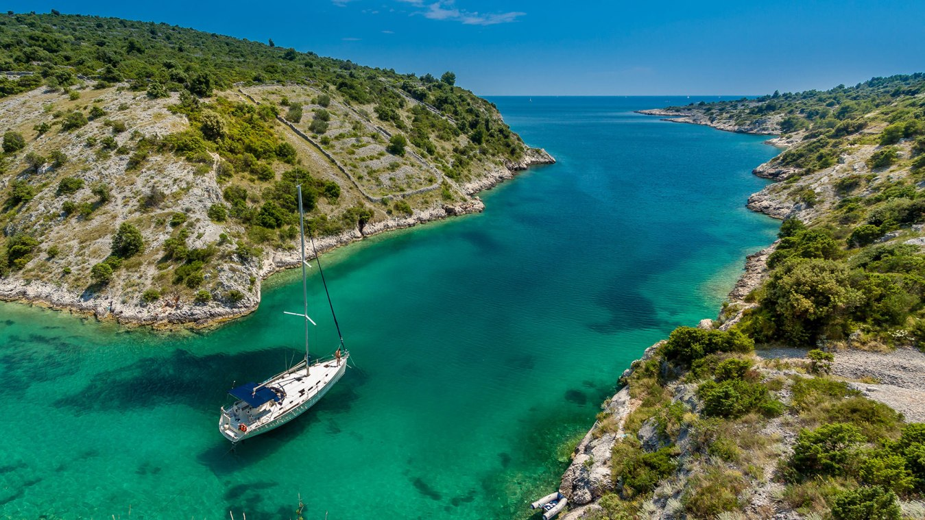 Sail on Yacht BeeYond Travel