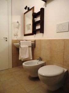 Apartment B Bathroom Palazzo San Giovanni BeeYond Travel