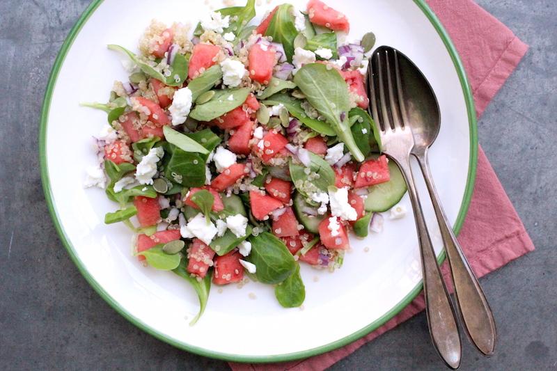 Quinoa-watermeloen salade met basilicum dressing
