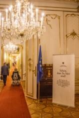 Gang in der Hofburg am roten Teppich