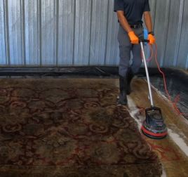 Cleaning a rug with machines