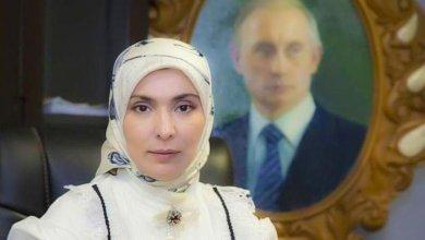 """صورة إمرأة مسلمة و محجبة تنافس الرئيس الروسي """"بوتين"""" بانتخابات الرئاسة"""