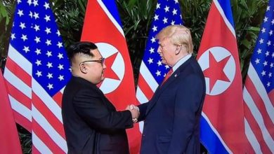 صورة ترامب يلتقي كيم جونغ أون في قمة تاريخية بسنغافورة