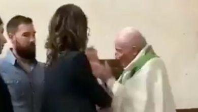 صورة فيديو يظهر كاهن يصفع طفل صغير