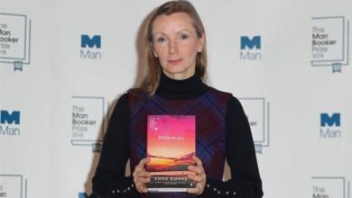 """صورة فوز """"آنا بيرنز"""" بجائزة مان بوكر عن روايتها """"بائع الحليب"""""""