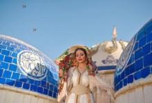 صورة عراضة عراقية تثير الجدل بعد جلسة تصوير في مسجد: لم أرتكب خطأ.. وأحترم الوقف السني