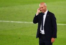 صورة زيدان يطالب ريال مدريد بحل أزمة عقود رجاله المفضلين.
