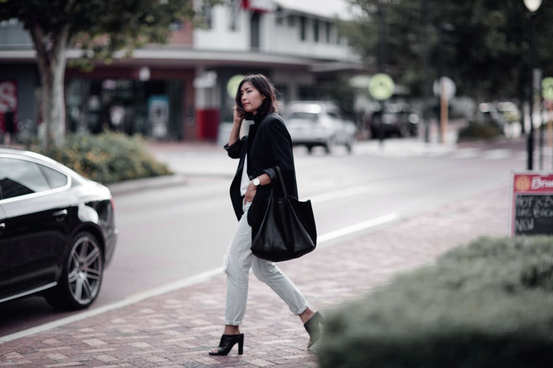 Celine Cabas Tibi Mules Blazer and Jeans Outfit Streetstyle Jiawa Liu Beige Renegade