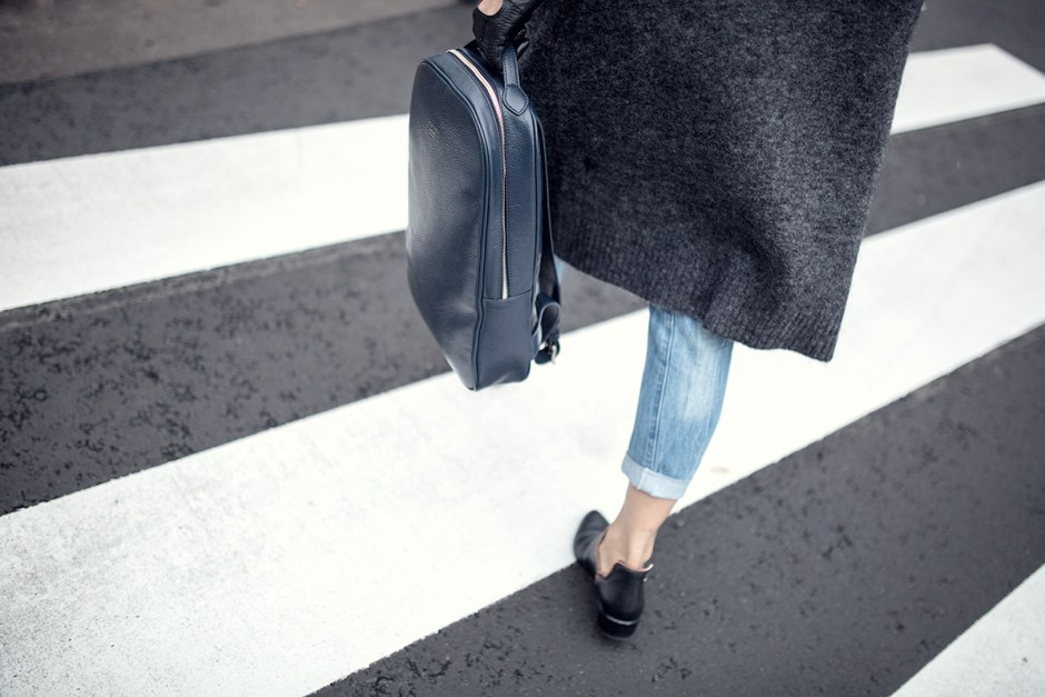 backpack acne studios cardigan streetstyle-1 copy