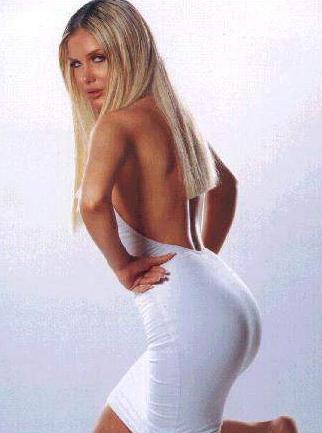 Nicole Saba in Love