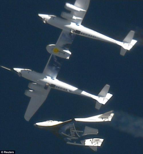 Private spaceship makes 1st solo glide flight