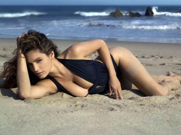 beautiful on the beach e1301844962309 La Wlooo!!!...Sun Of A Beach