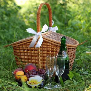 romantic-picnic-supplies
