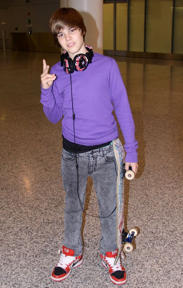 Justin Bieber arrives at Pearson International Airport in Toronto, Canada 2009-1746262