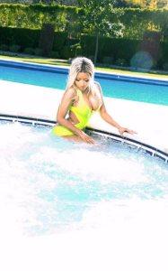 Nicki Minaj Heats Up The Jacuzzi